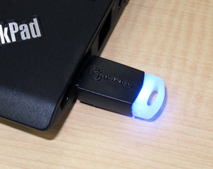 写真2 USBトークンを装着