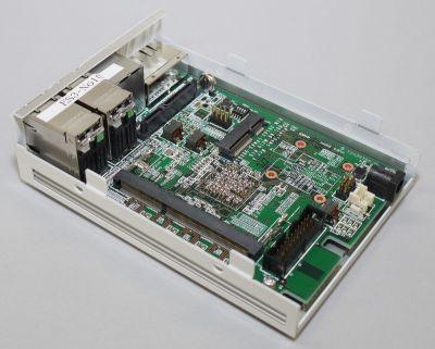図16 本体基板はケースにネジで固定されている