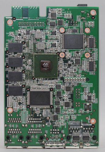 図18 本体基板裏面にCPUやメモリなどが実装されている