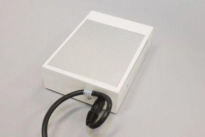 図10 電源ケーブルをクランプに噛ませることで、電源ケーブルのすっぽ抜けを防止できる